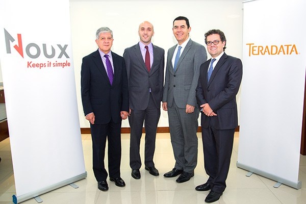 Hernán Burbano de Lara – Presidente de Noux, Valentín Virasoro – Gerente de desarrollo Teradata, Fabio Sáenz – Presidente de Teradata, Esteban Burbano de Lara – Gerente de Noux.