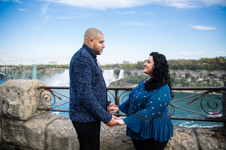 Niagara-Falls-Ontario-Engagment-Photos-0002.jpg