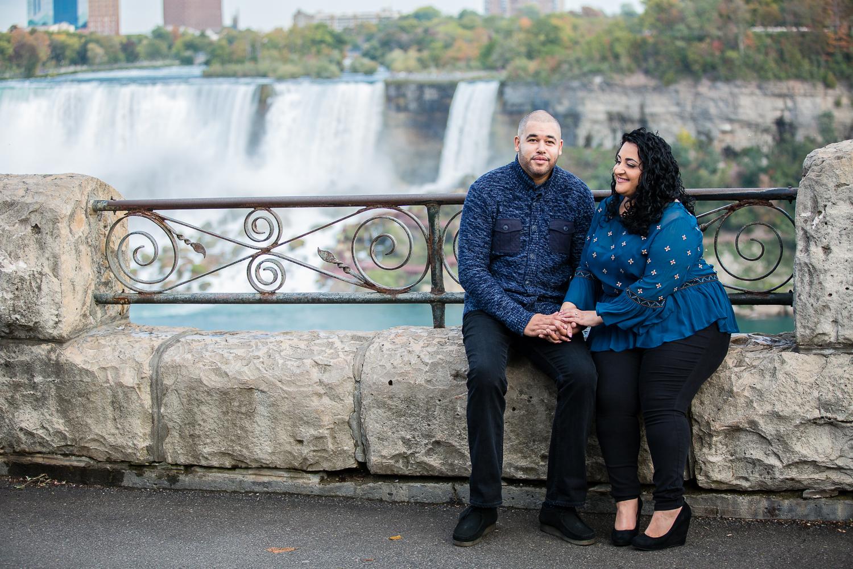 Niagara-Falls-Ontario-Engagment-Photos-0007.jpg