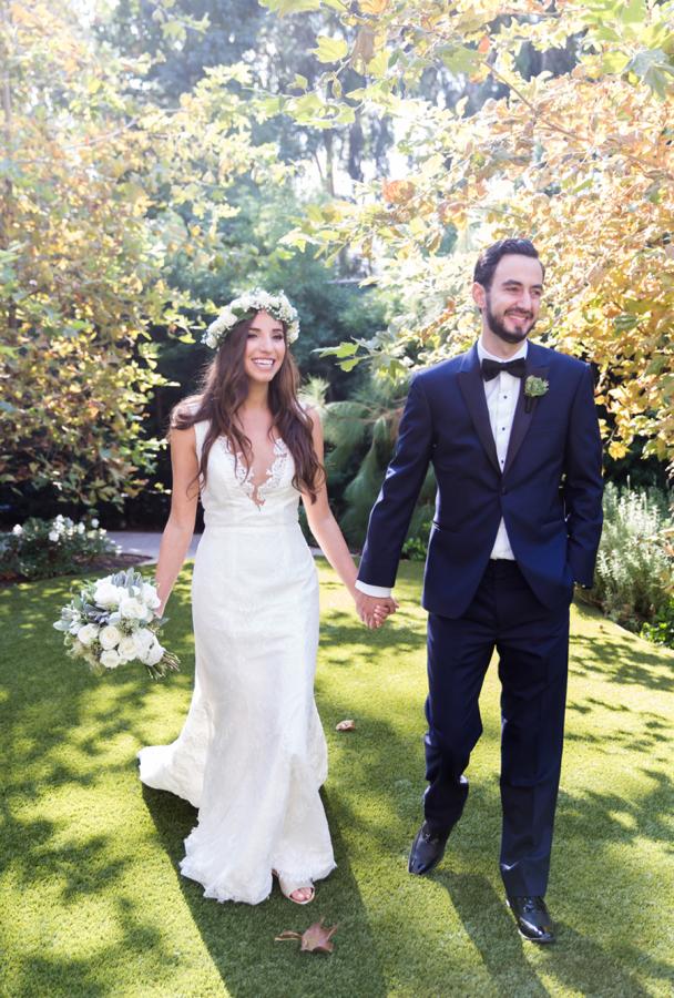 white-flowers-hidden-garden-los-angeles-wedding-heirloom-paper-invitations-the-garland-ceremony-firstlook-couple
