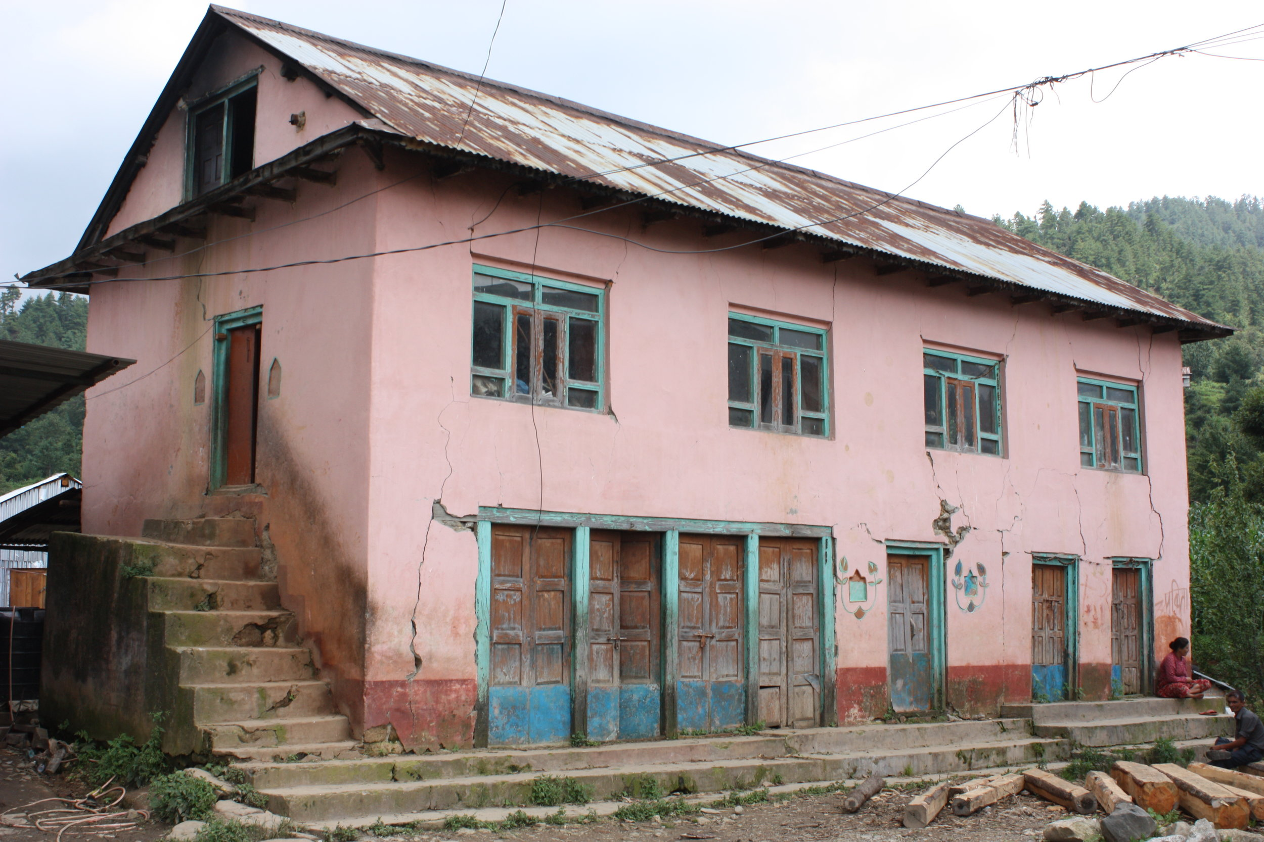 Figure 2: A house in the Makwanpur region. This one has access to electricity, is finished with plaster, and is bigger than average. (Photograph by Lise van Overbeeke)
