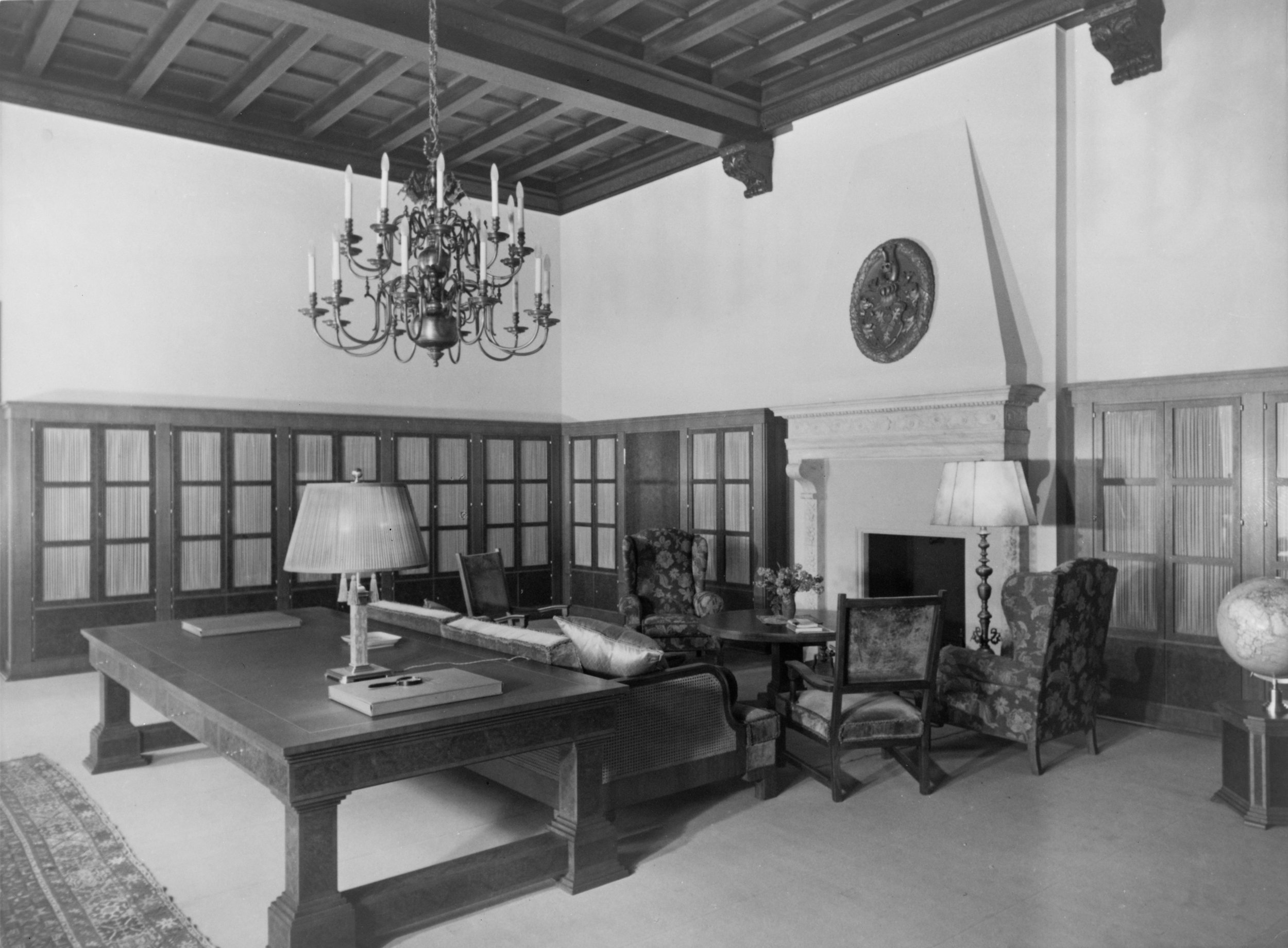 Library on the second floor of the Old Chancellery in Berlin after the renovation by the Atelier Troost, c. 1934. Photograph by Heinrich Hoffman, Library of Congress
