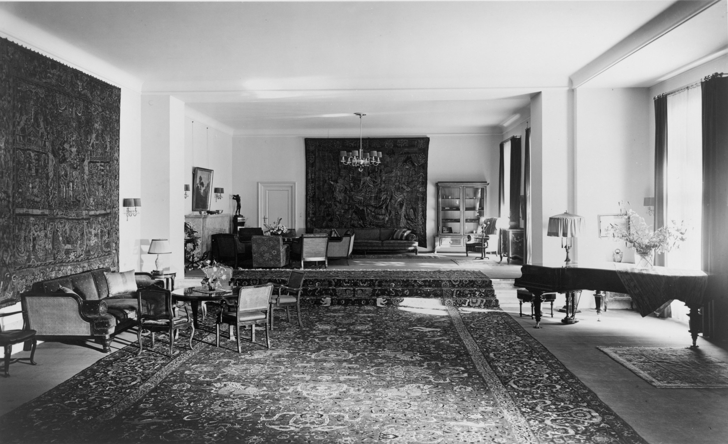 Reception Hall on the ground floor of the Old Chancellery in Berlin after the renovation by the Atelier Troost, c. 1934. Photograph by Heinrich Hoffman, Library of Congress