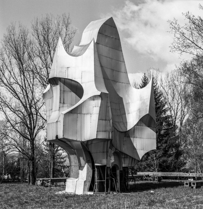 Monument created in 1970 by the architect Petar Krstic, located in the city of Sanski Most in Bosnia and Herzegovina. It commemorates the location where civilians were executed by Axis forces during the National Liberation War.