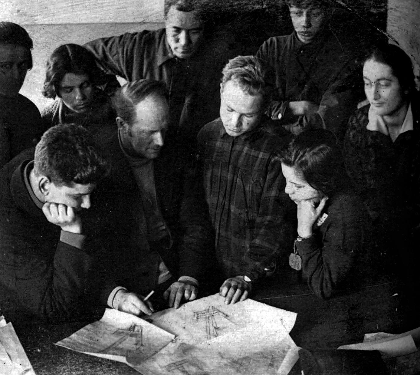 Nikolai Ladovsky with the students in his workshop , 1925. Higher State Artistic Technical Studios/Higher Technical Institute