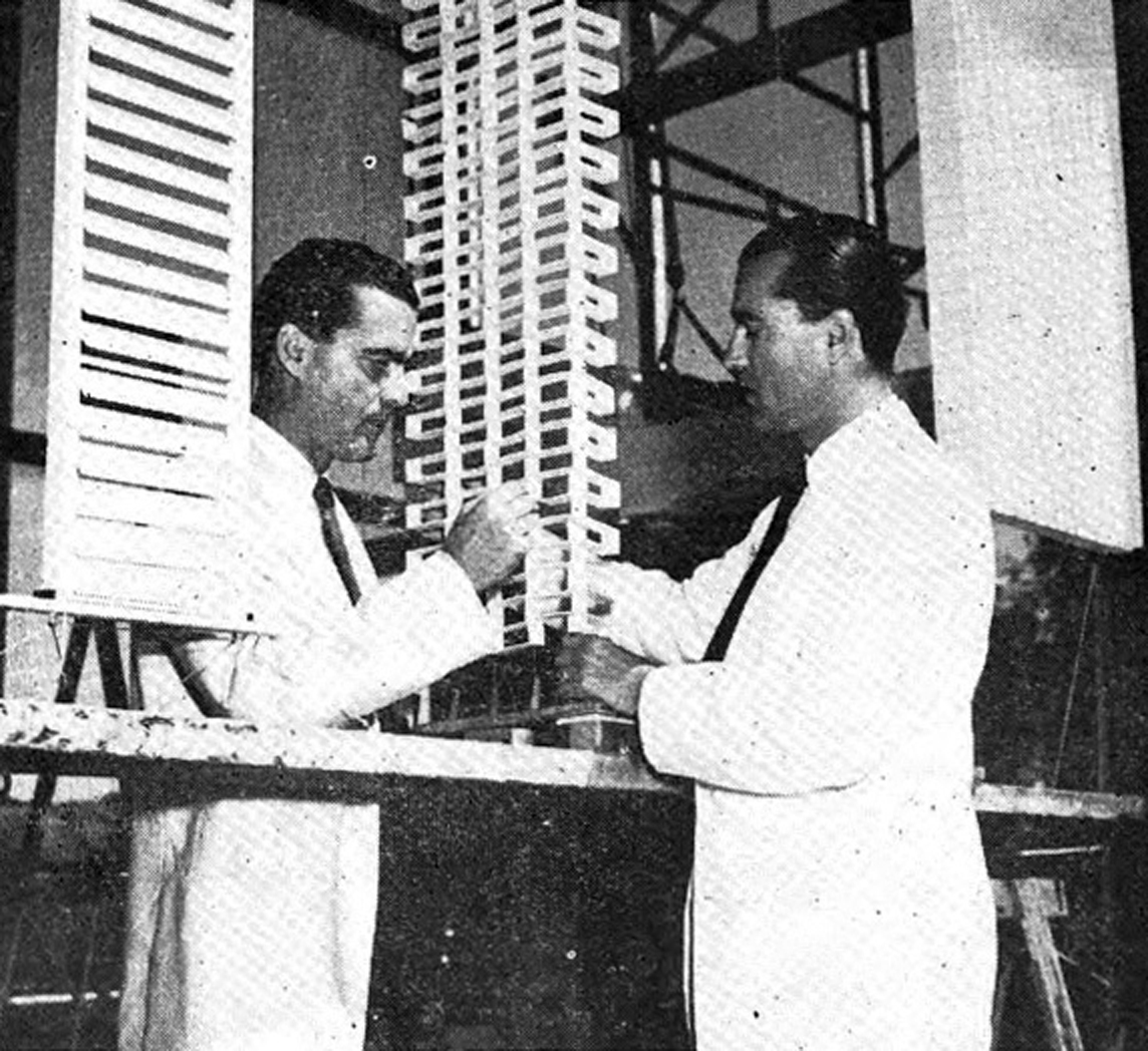 Victor and Aladar Olgyay working at the Princeton Architectural Laboratory , 1953. Photograph by Alan W. Richards. Larry DuPraz Digital Archives, Princeton University © The Daily Princetonian