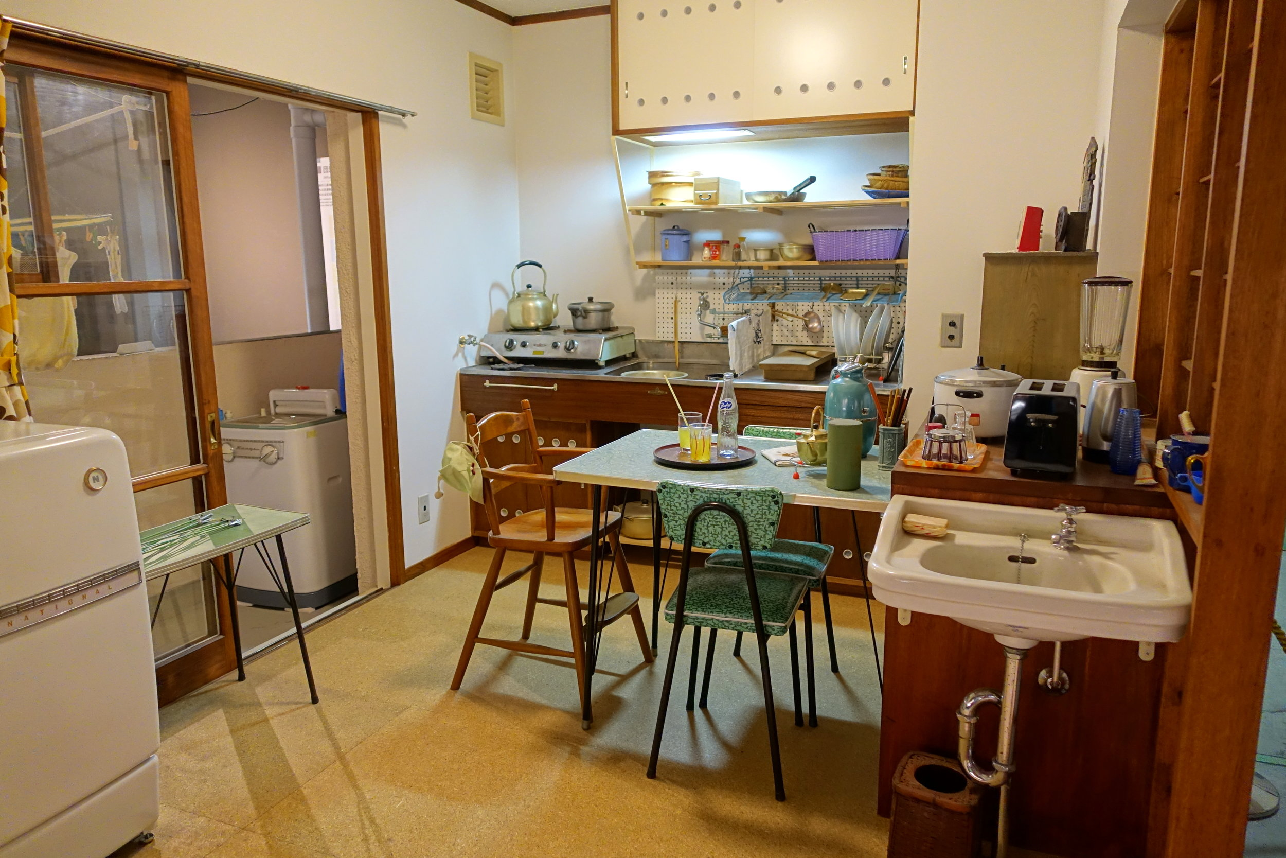 A Japanese kitchen in the Hibarigaoka Housing Complex circa 1962. 1:1 model at the Edo Tokyo Museum. Photo by Daderot, 2017.