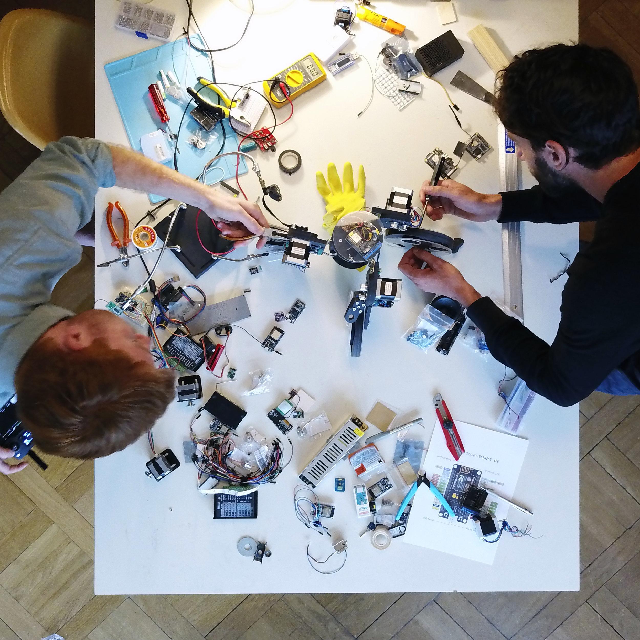 The construction of the  Ungenaubot , 2018. Photograph by Ilmar Hurkxkens and Fabian Bircher