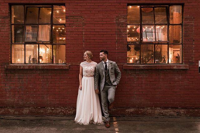 Urban romantics ❤️ . . . #wedding #weddingwednesday #montrealwedding #mariagequebec #montrealbride #bohostyle #urbanwedding #weddingdress #brideandgroom #mrandmrs #newlyweds #montrealweddingplanner #dekaevents #canadianwedding #instawedding #weddingplanning #weddingphotography