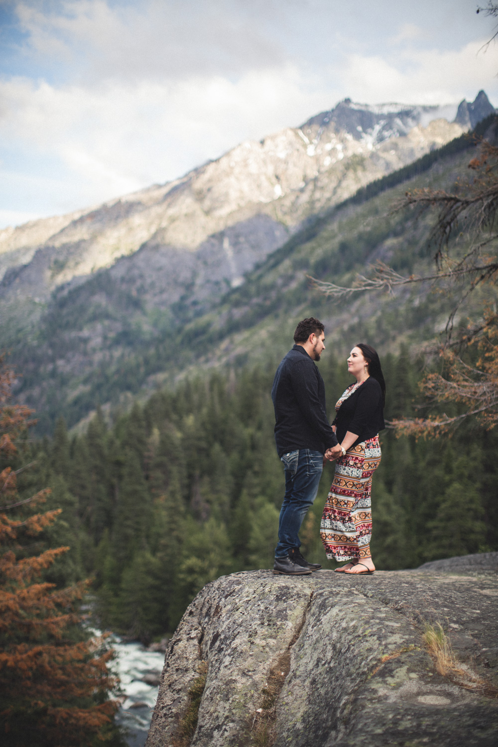 Leavenworth Mountaintop Engagement Photos by Reese Ferguson
