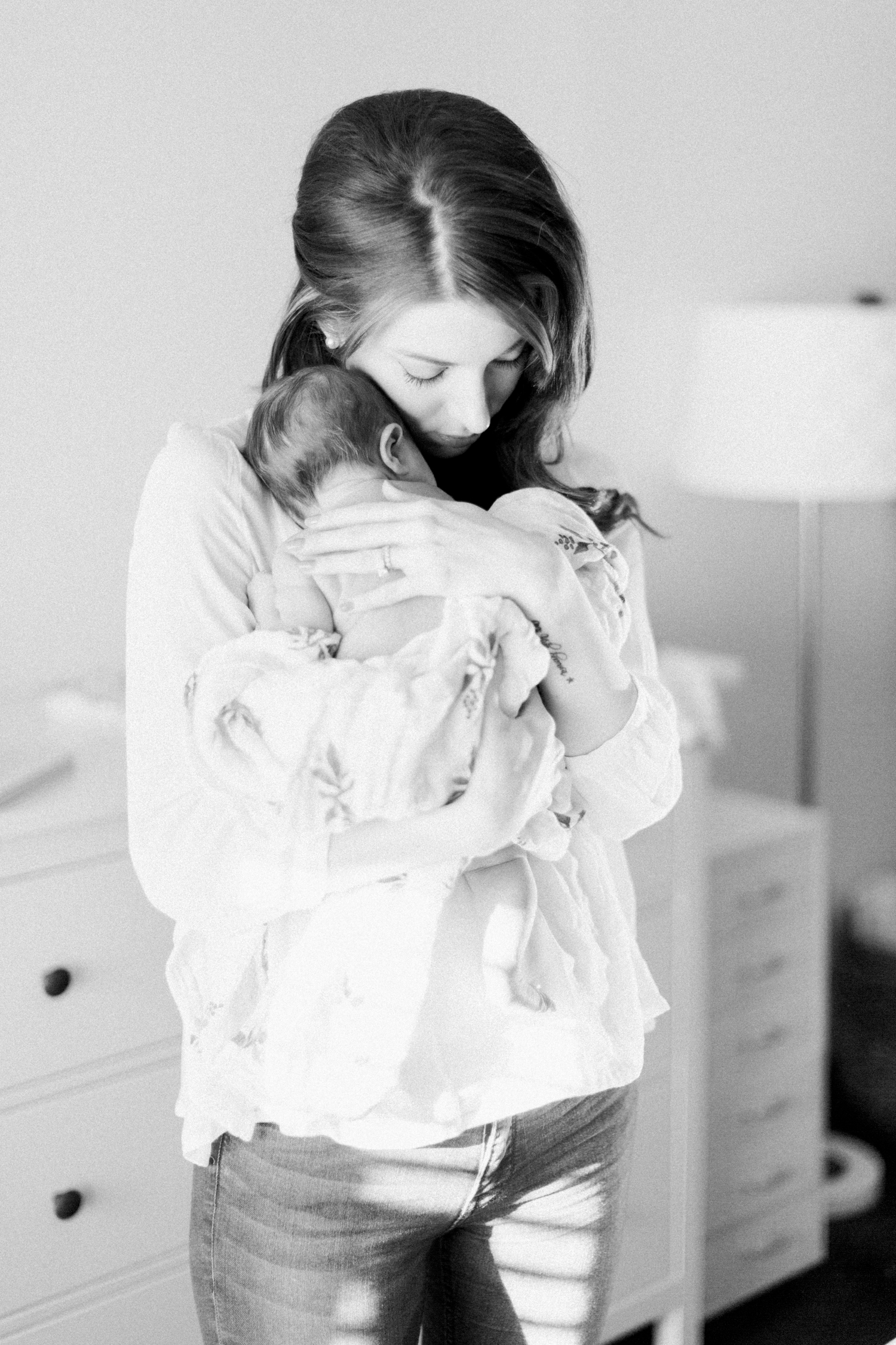 calgary-newborn-photography-photographer-home-bright-modern-winter-1-22.jpg
