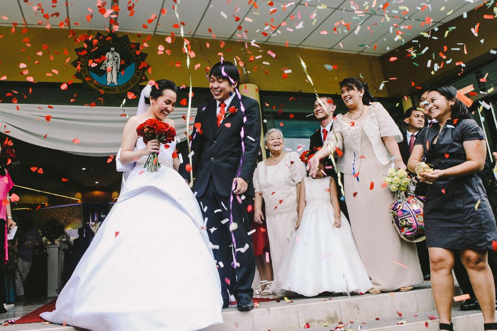san   diego wedding photographer | bride and groom being showered in confetti