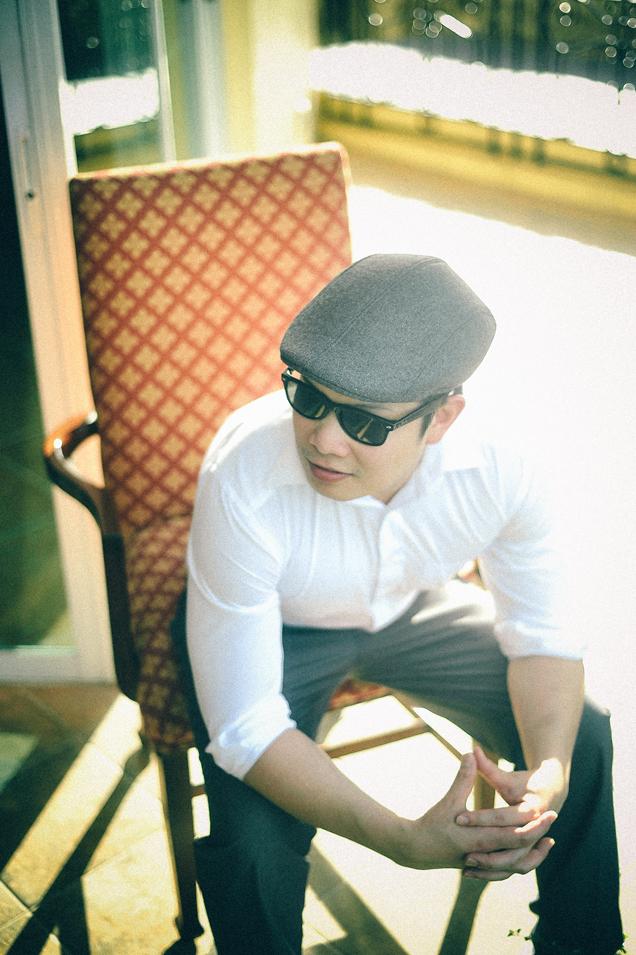 san   diego wedding photographer   man in grey hat and shades sitting on lawn chair