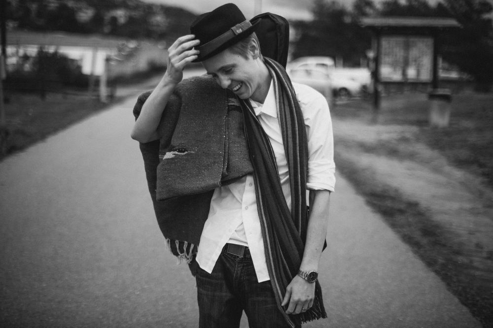 san   diego wedding photographer | monotone shot of man with hat and scarf