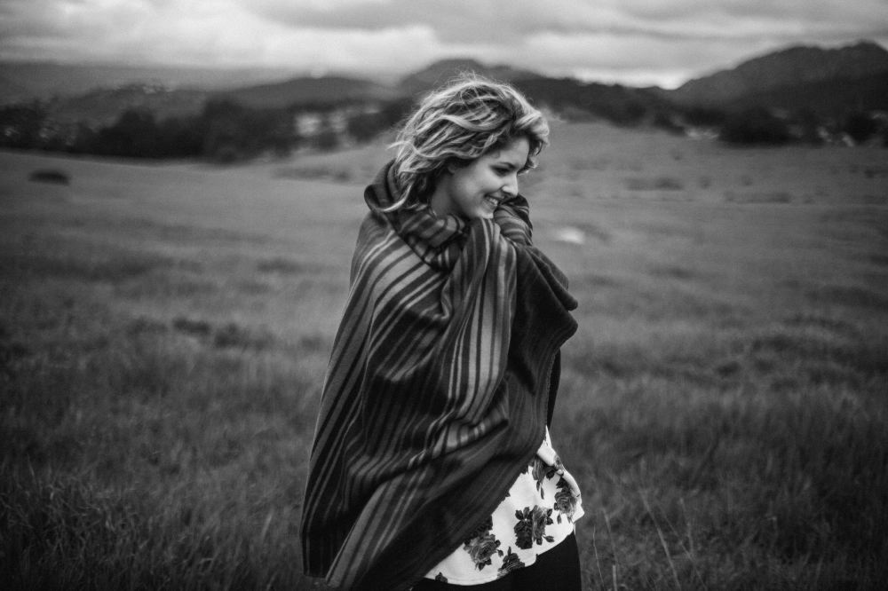 san   diego wedding photographer | monotone shot of woman wrapped up in blanket   standing