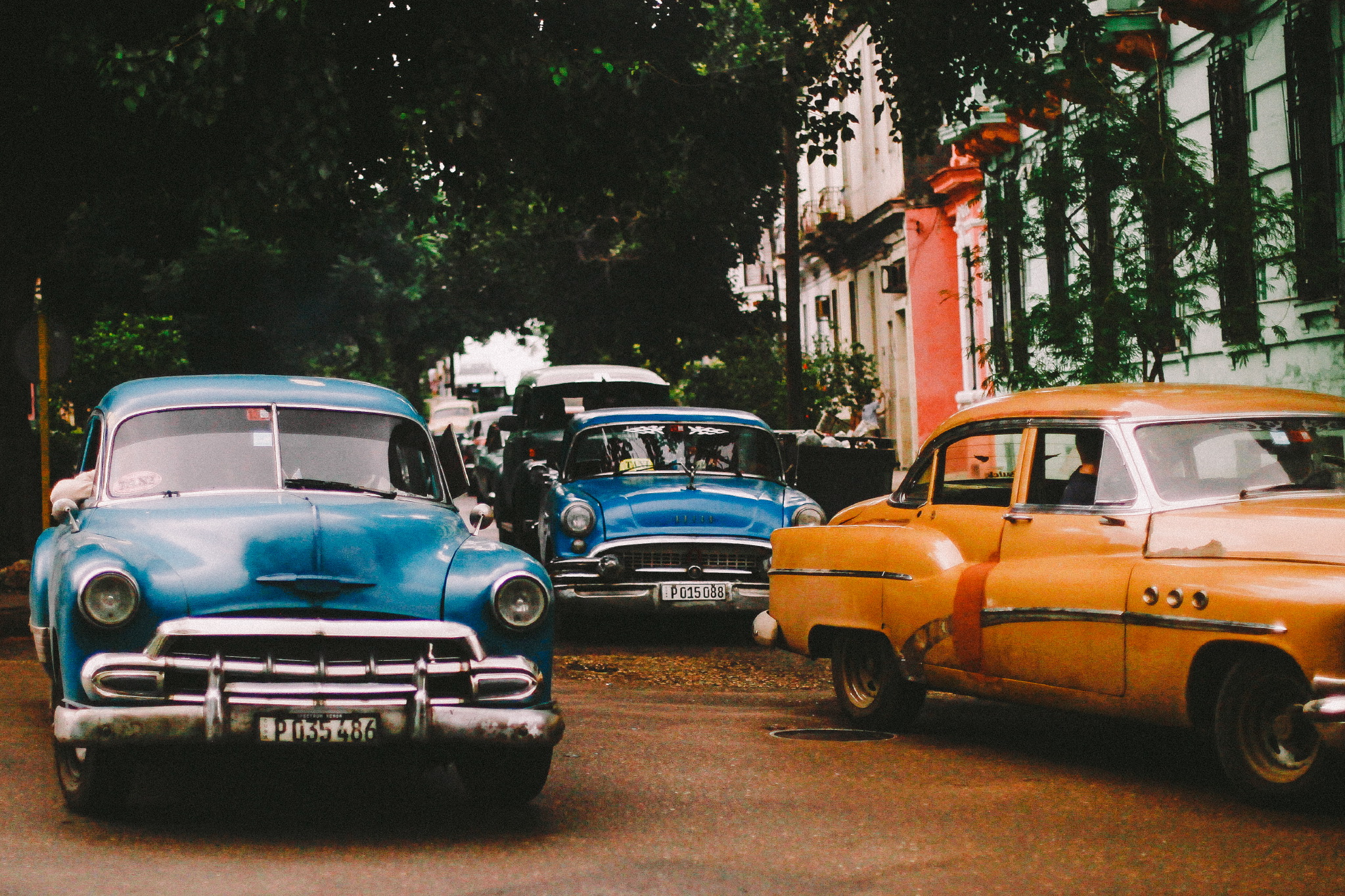 san diego wedding   photographer | busy cuban street with vibrantly colored cars