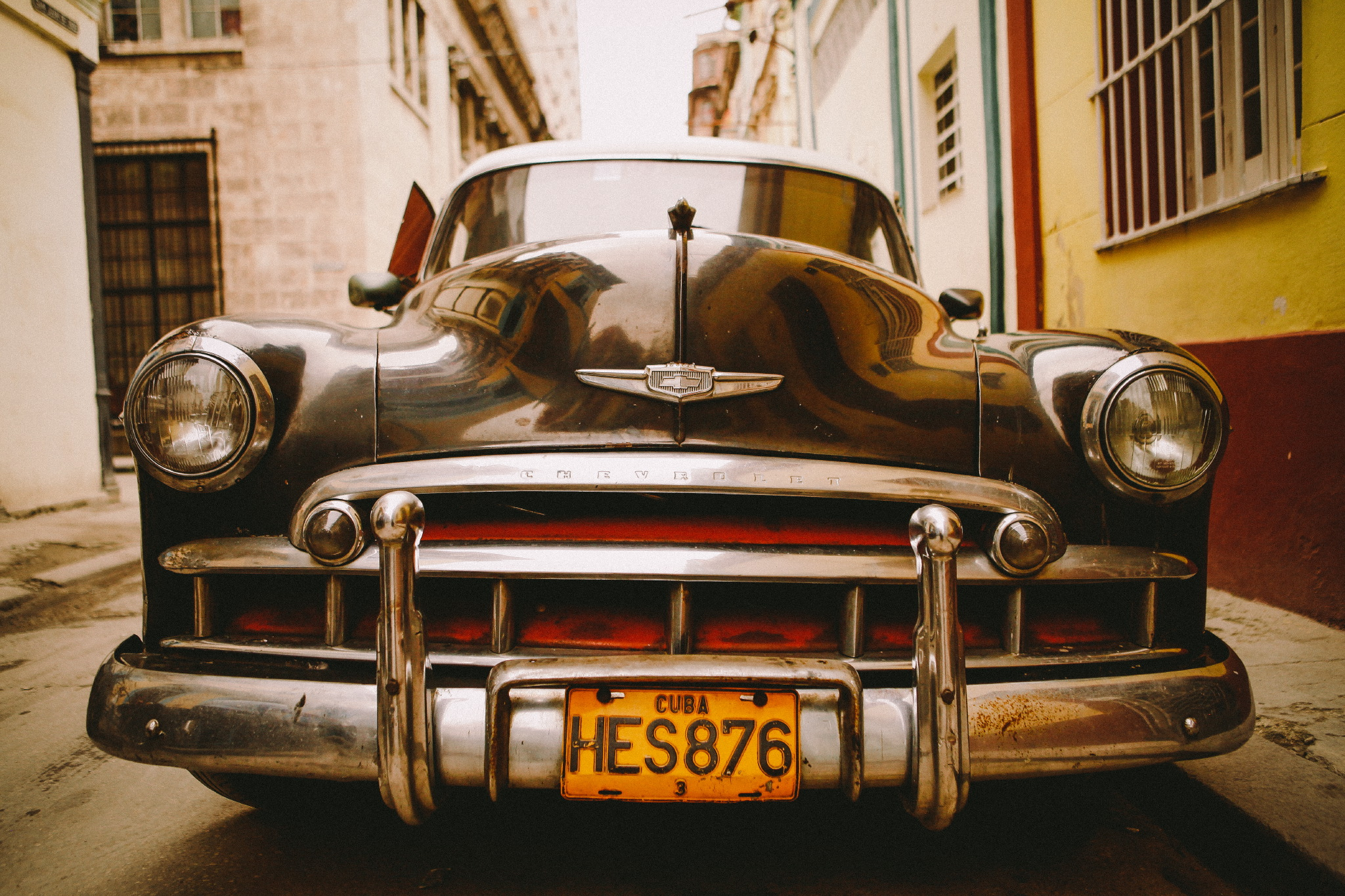 san diego wedding   photographer | close shot of black car and plate number