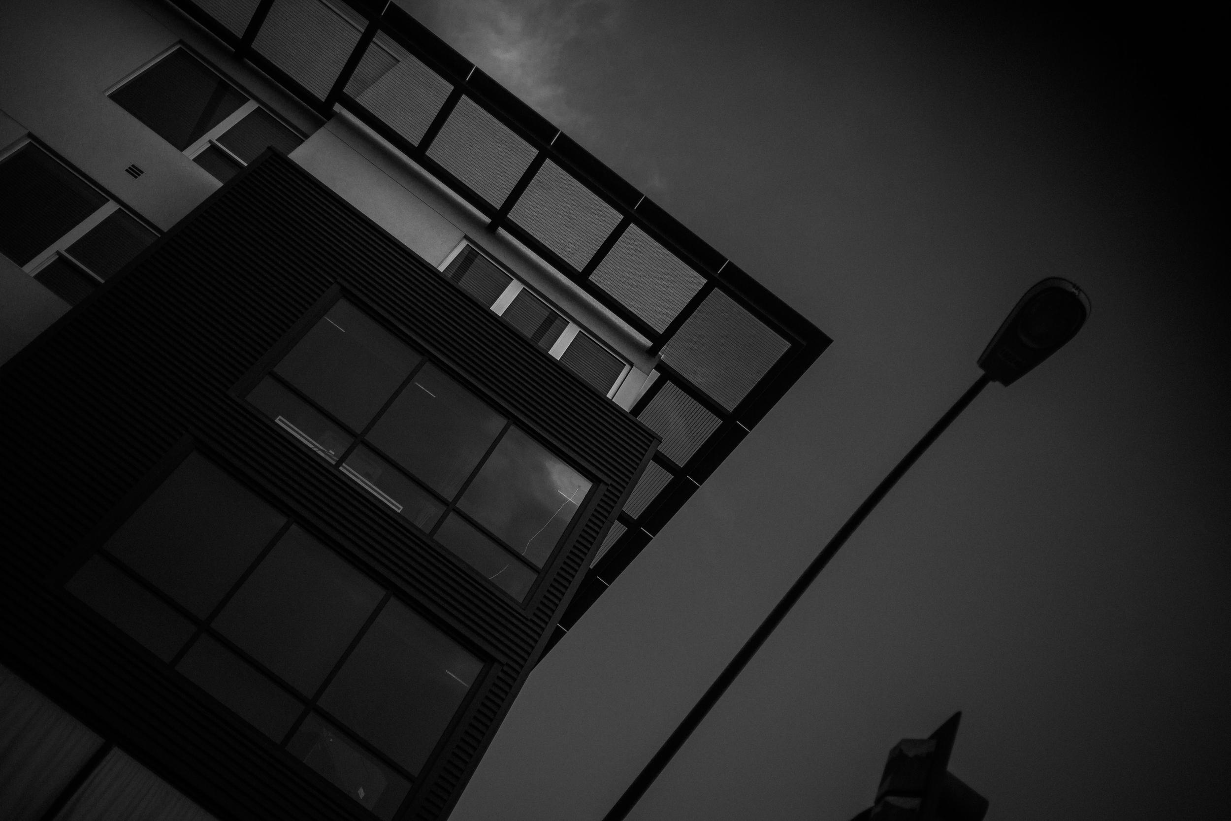 san diego wedding   photographer | monotone diamond shot of skyrise building with street light in   view