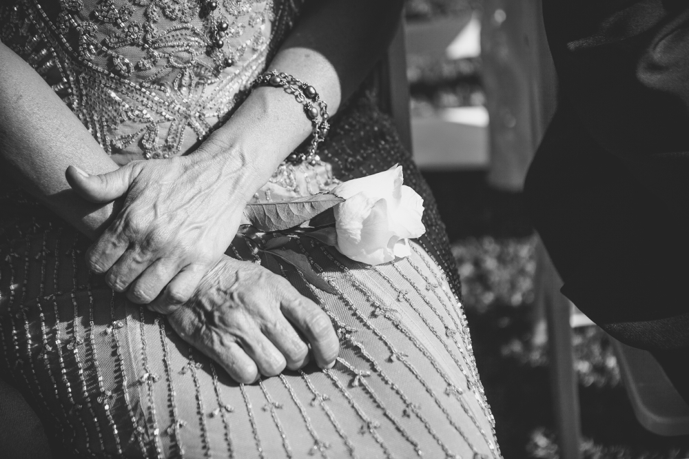 san diego wedding   photographer | monotone shot of closeup of woman's hand with white rose