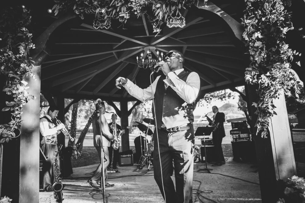 san diego wedding   photographer   monotone shot of band performing