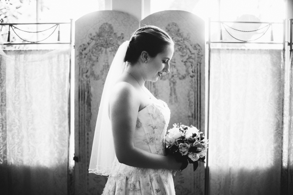 san diego wedding   photographer   monotone shot of woman holding bouquet looking down