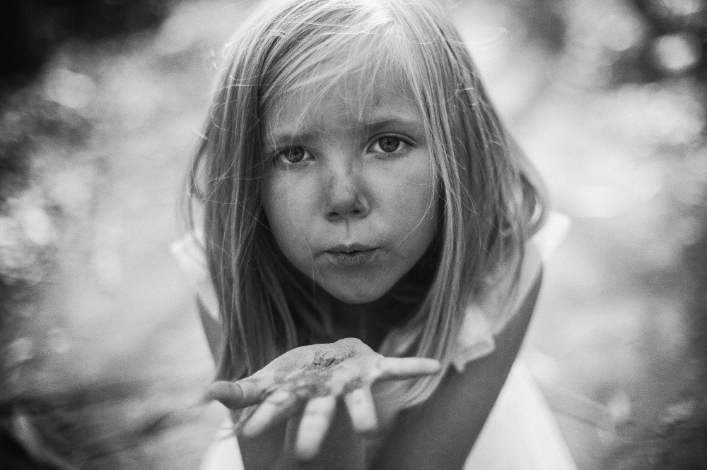 san diego wedding   photographer   monotone shot of child blowing a kiss at camera