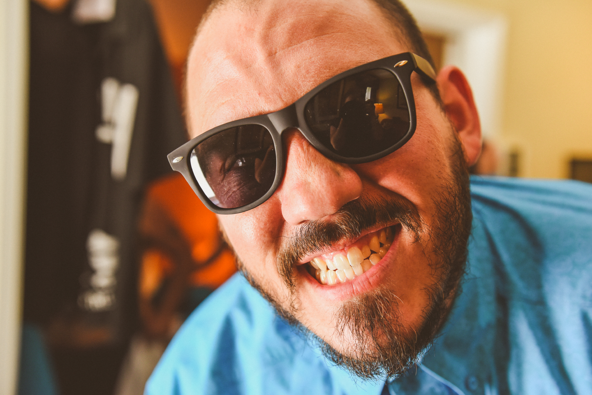 san diego wedding   photographer   man in turquoise shirt and shades smiling at camera