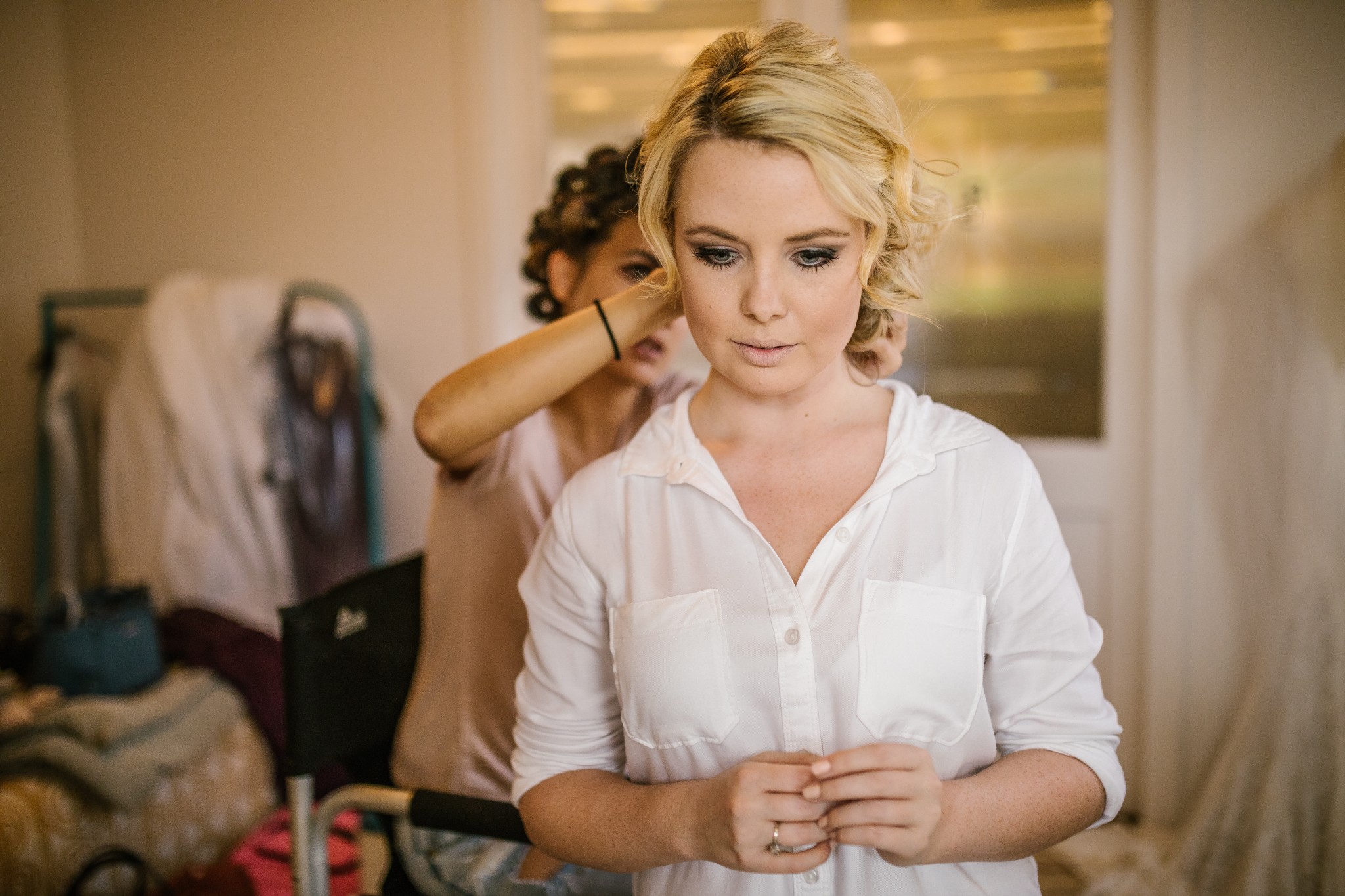 san diego wedding   photographer   bride to be getting prepped