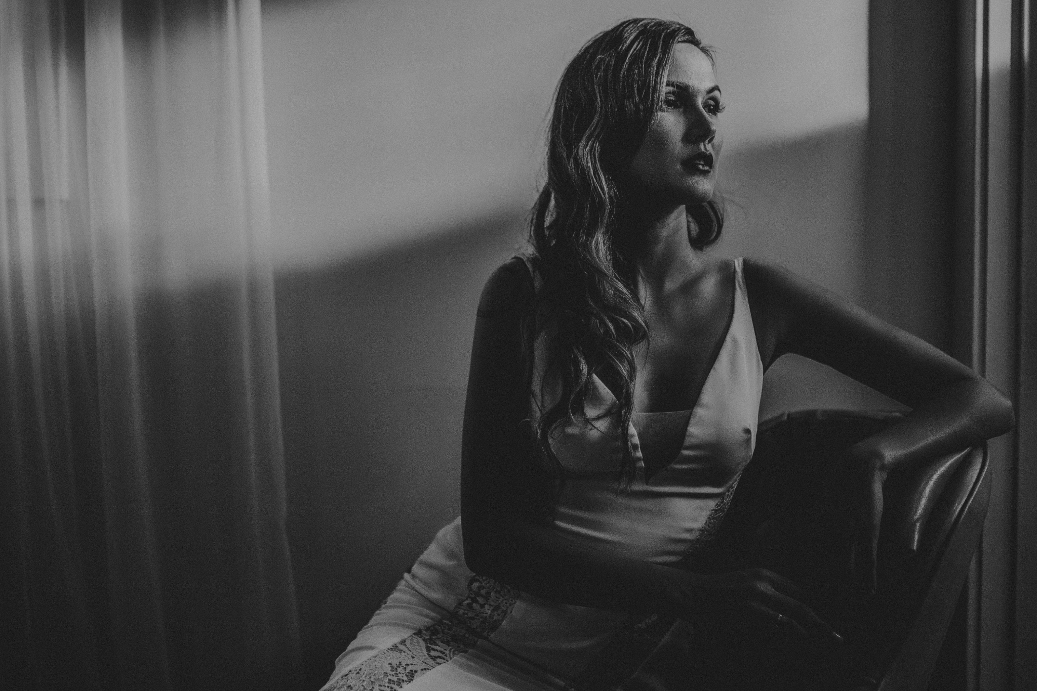 san diego wedding   photographer   monotone shot of woman in wedding dress sitting looking to the   side
