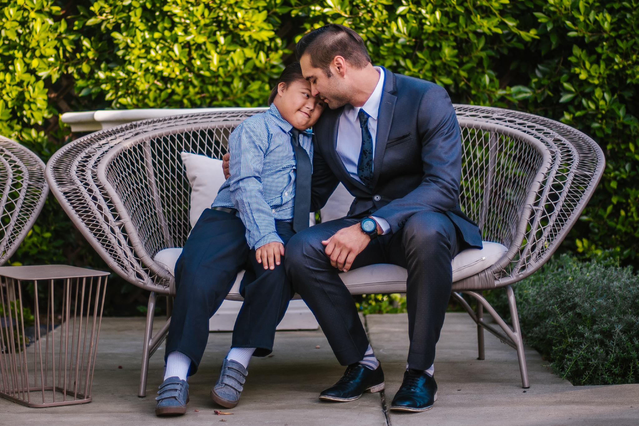 san diego wedding   photographer | kid and groom sitting together on big chair