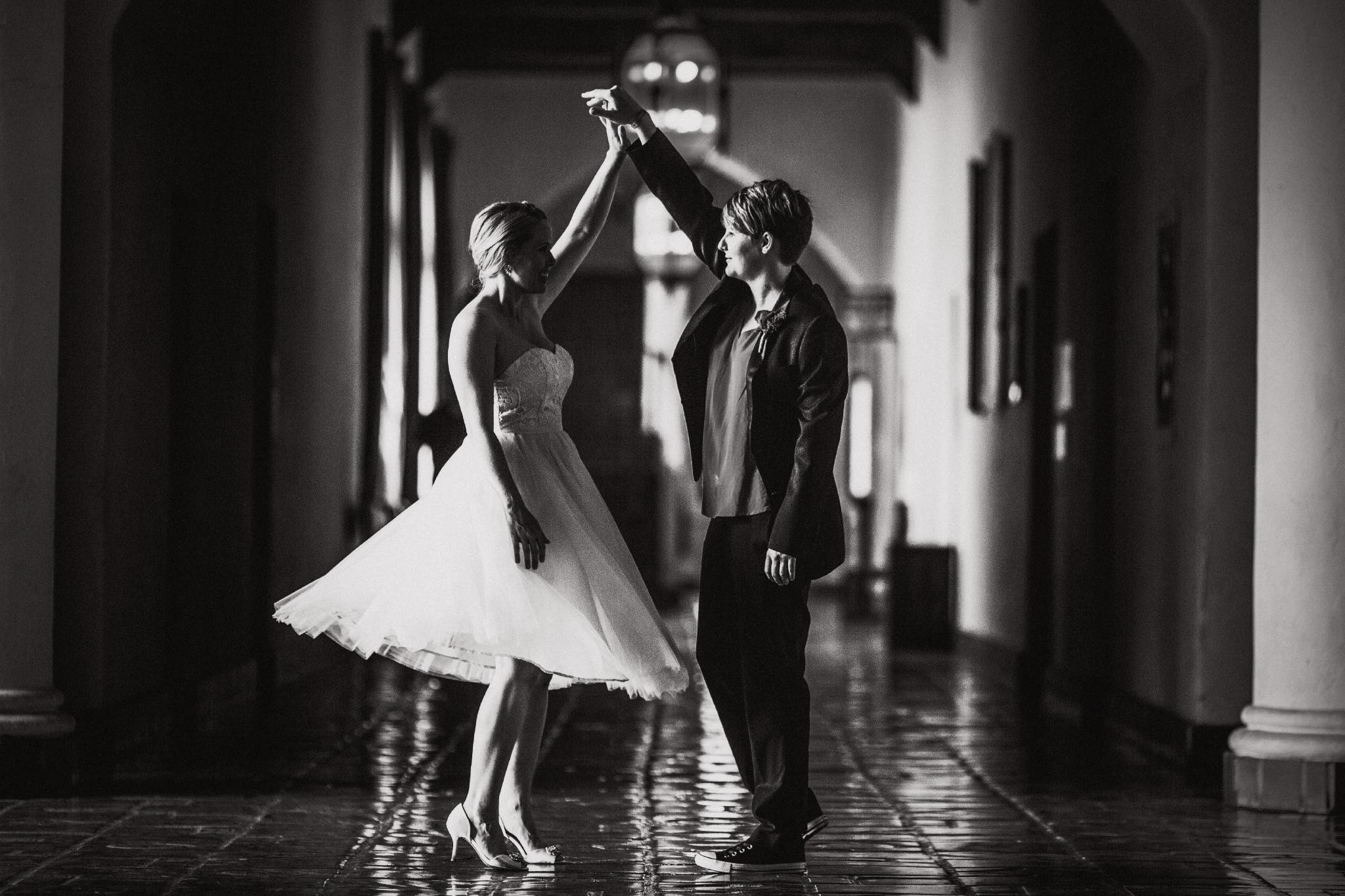 san diego wedding   photographer   women dancing in hallway