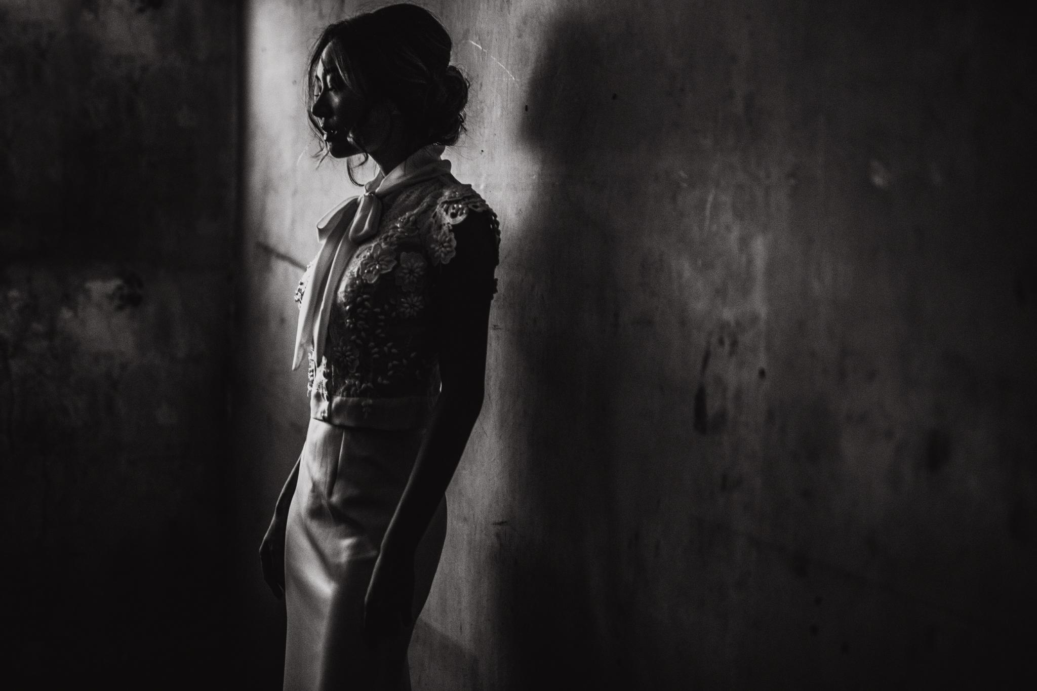 san diego wedding   photographer | woman against wall
