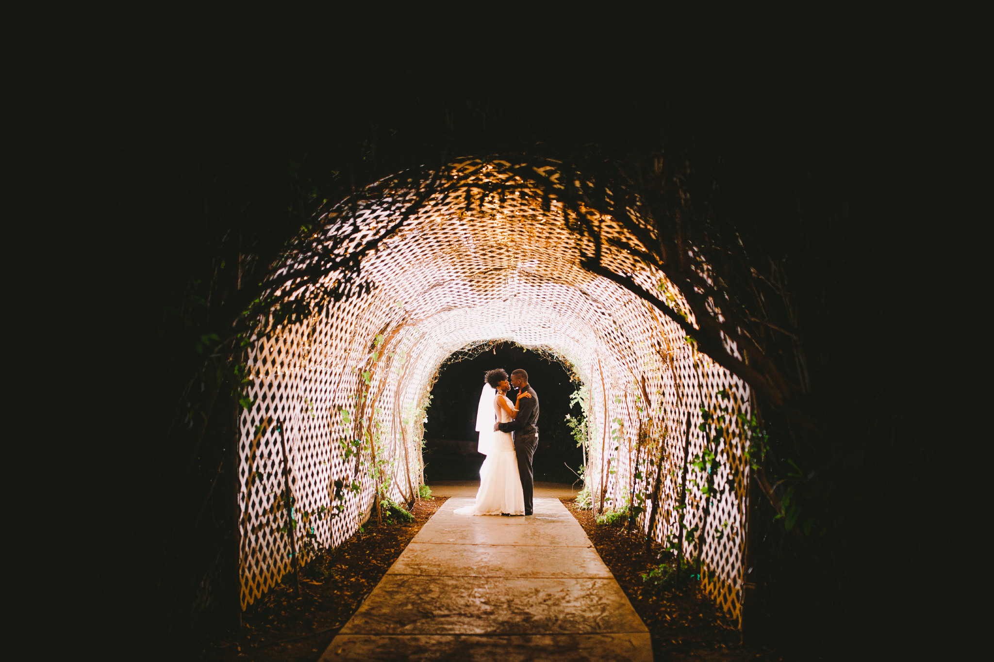 san diego wedding   photographer | couple in the middle of a tunnel