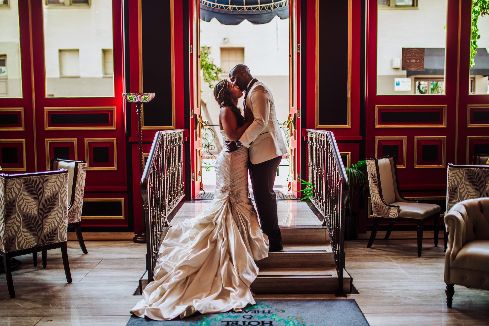 san diego wedding   photographer | couple kissing on steps