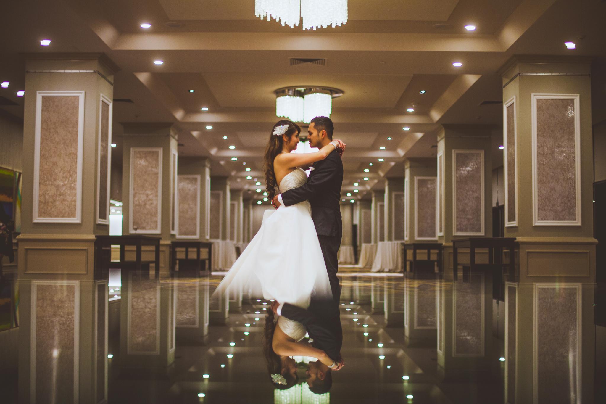 san diego wedding   photographer | couple dancing in hallway