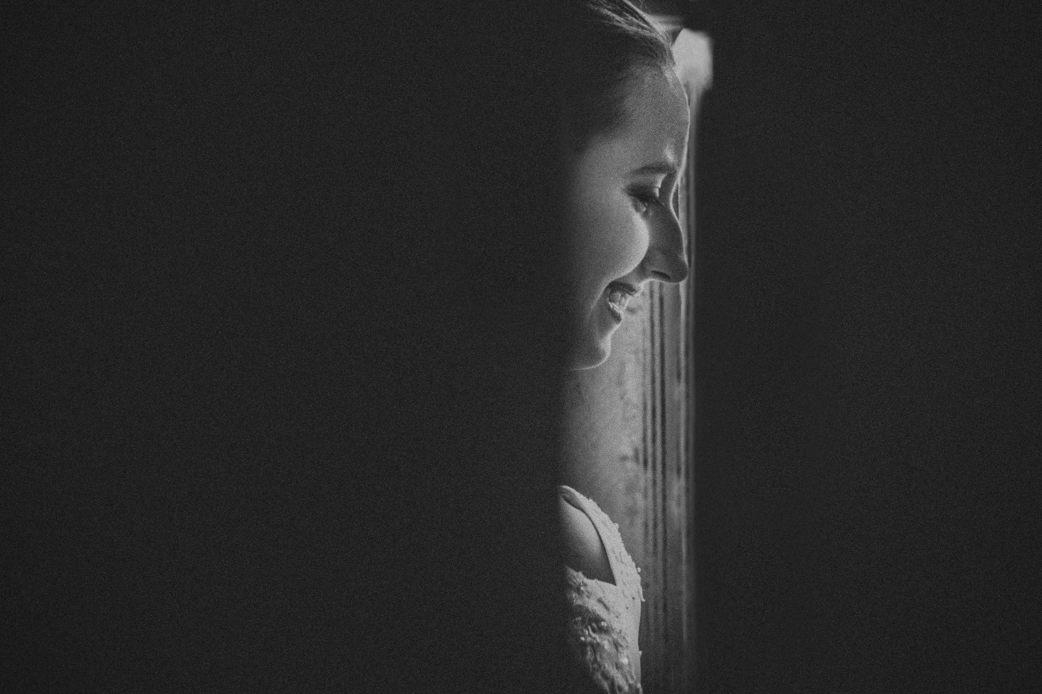 san diego wedding   photographer | woman seen through door slit