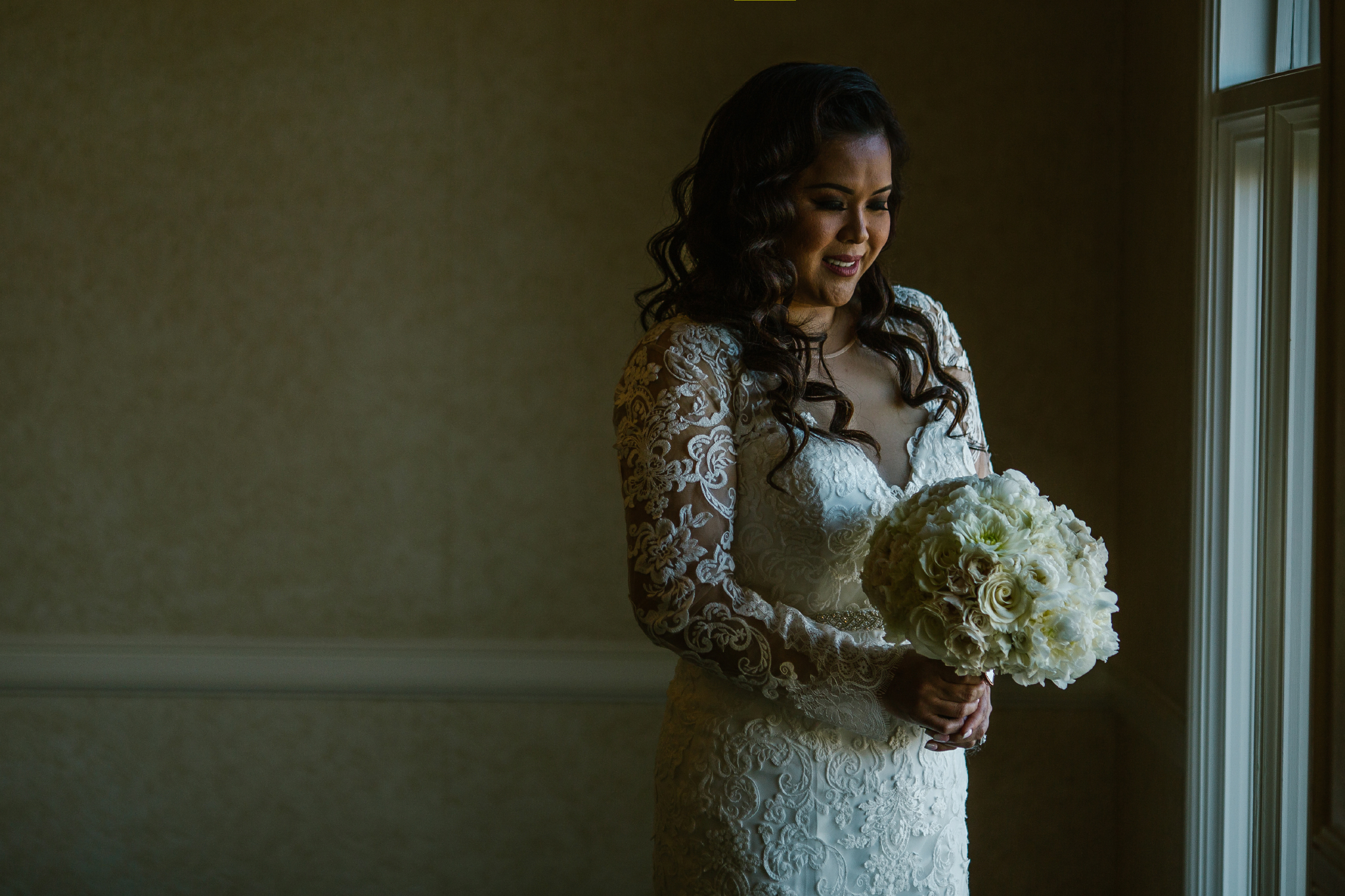 san diego wedding   photographer | woman holding bouquet of flowers