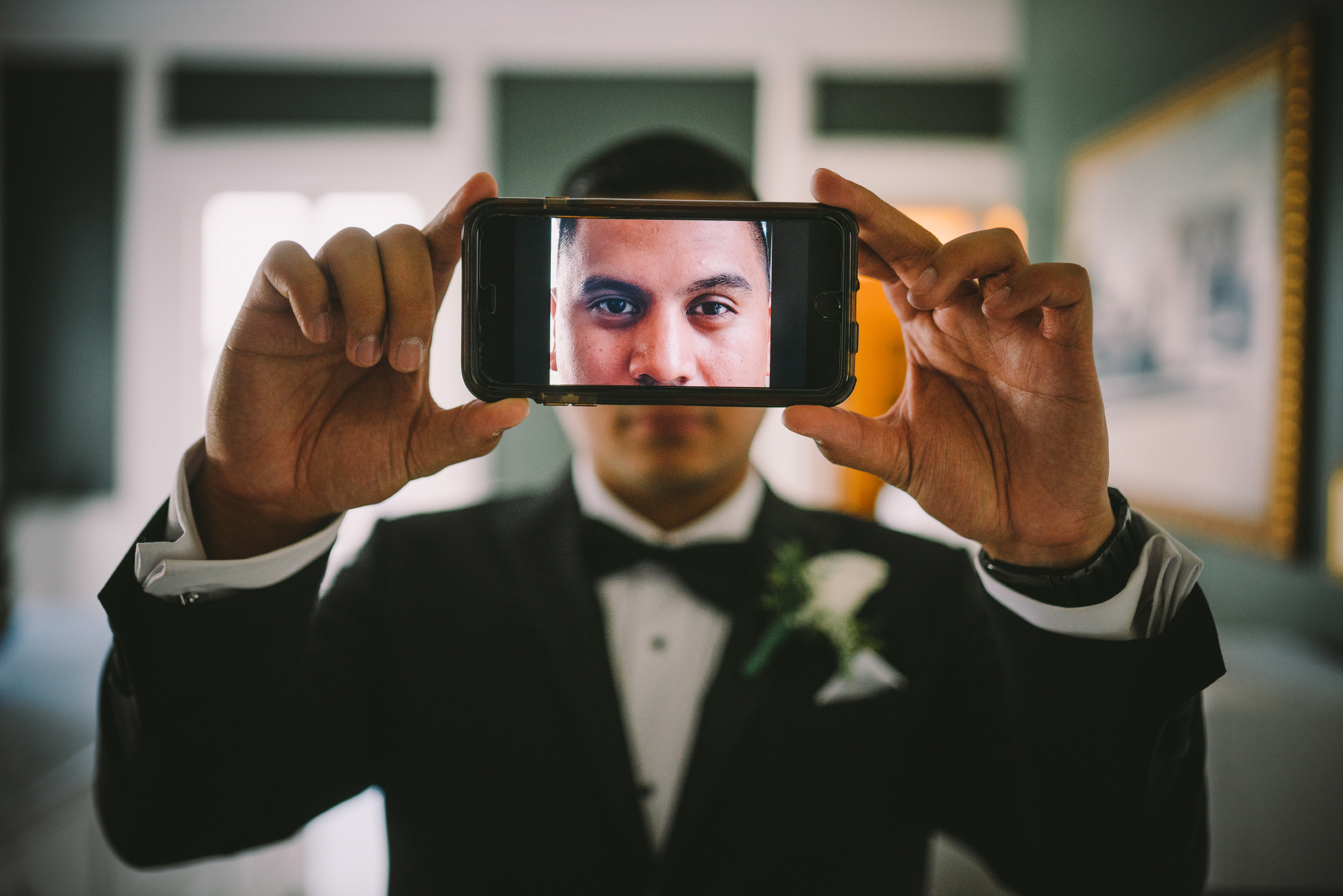 san diego wedding   photographer | man with phone in front of him