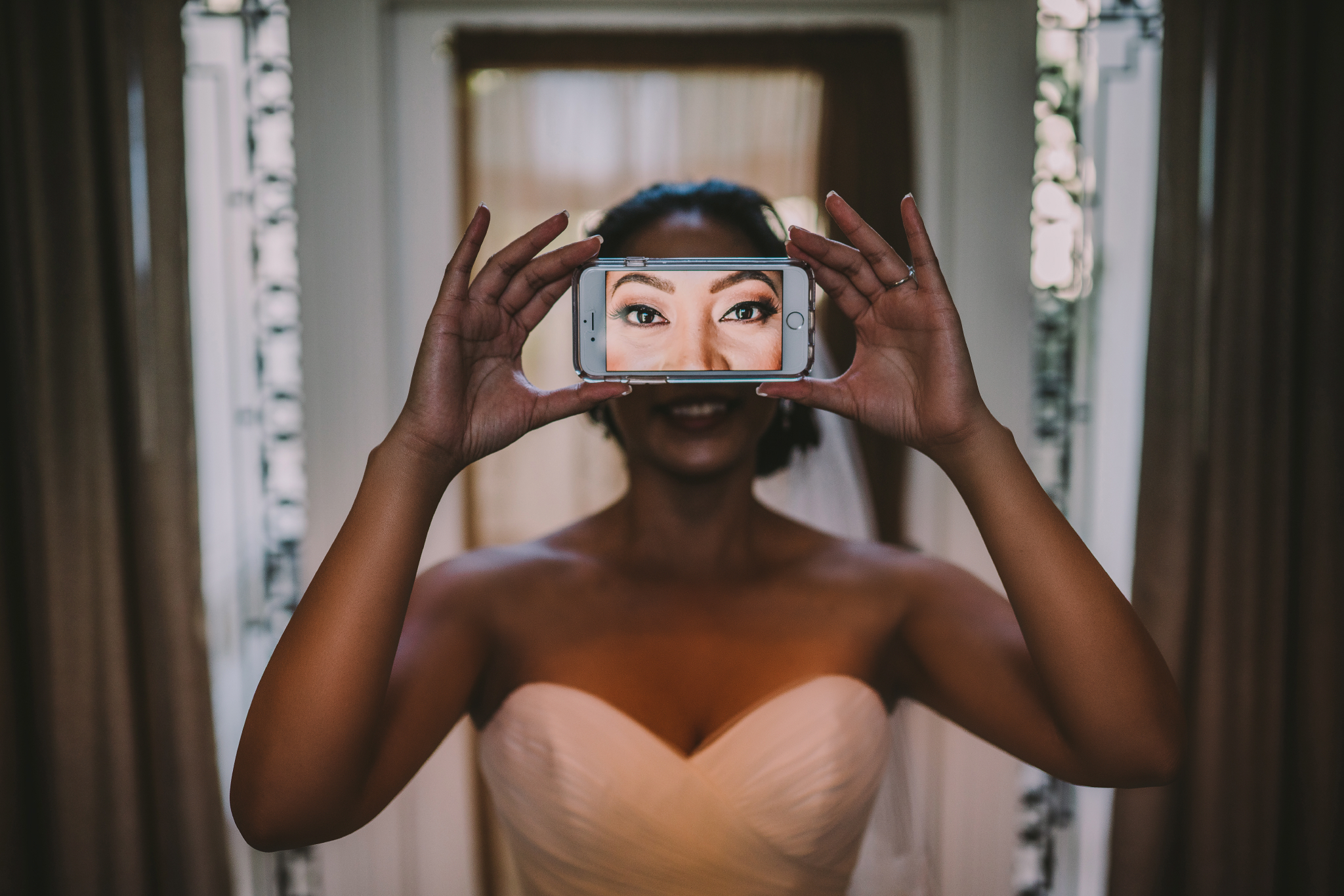 san diego wedding   photographer | woman with phone in front of her