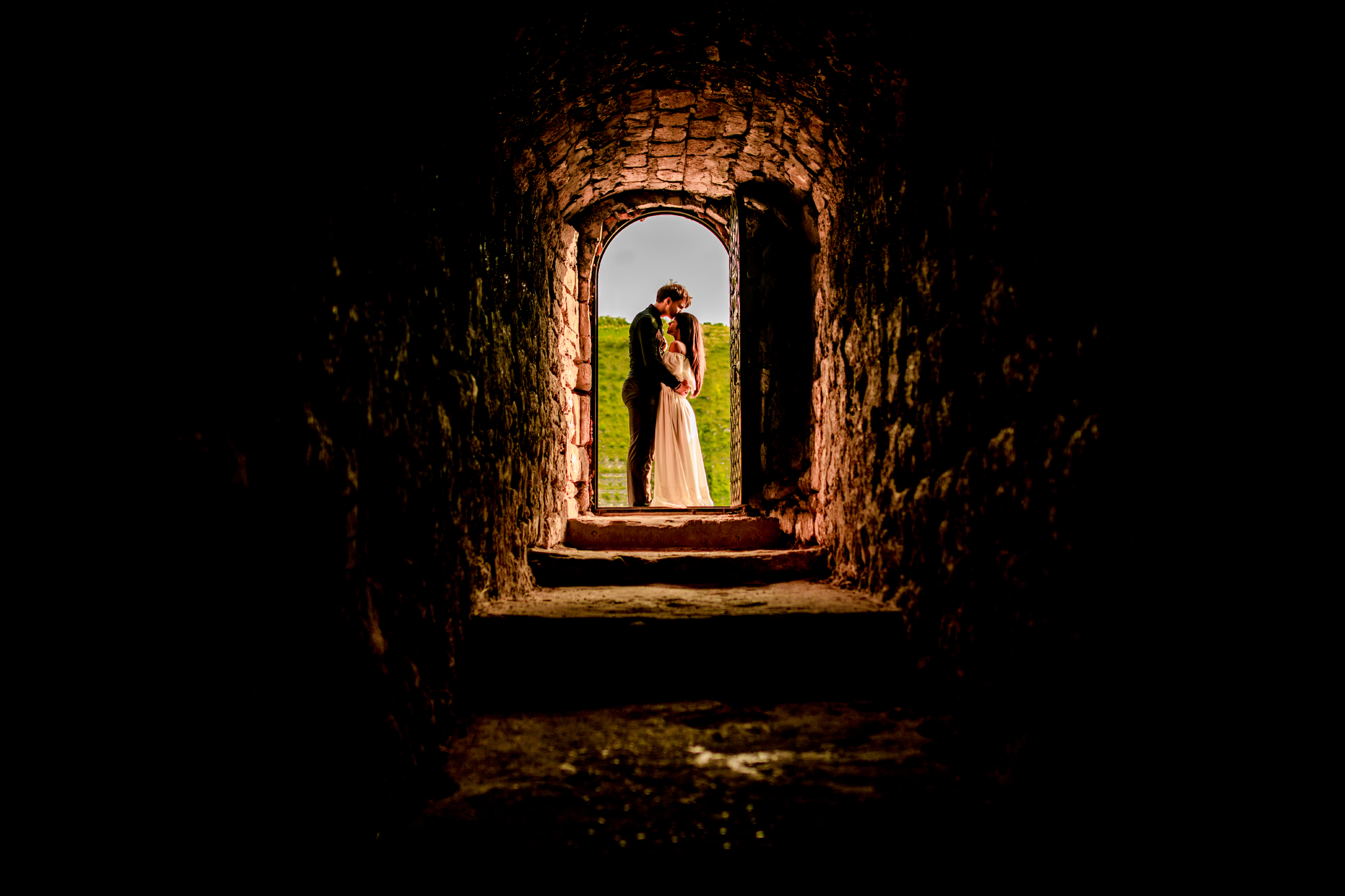 san diego wedding   photographer | couple at end of tunnel