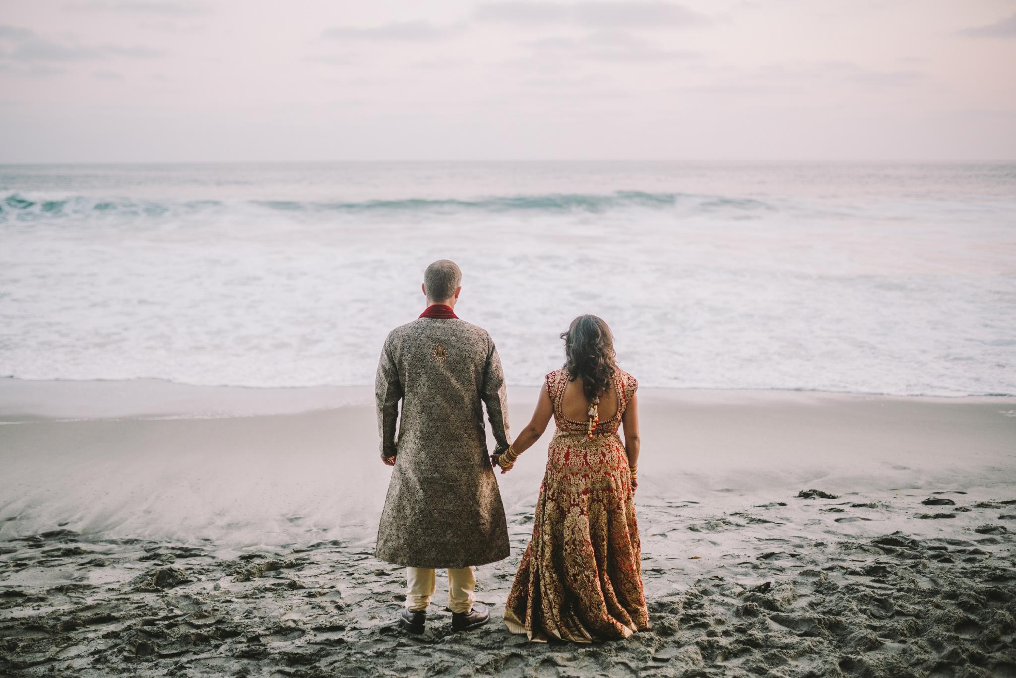 san diego wedding   photographer | couple holding hands on beach