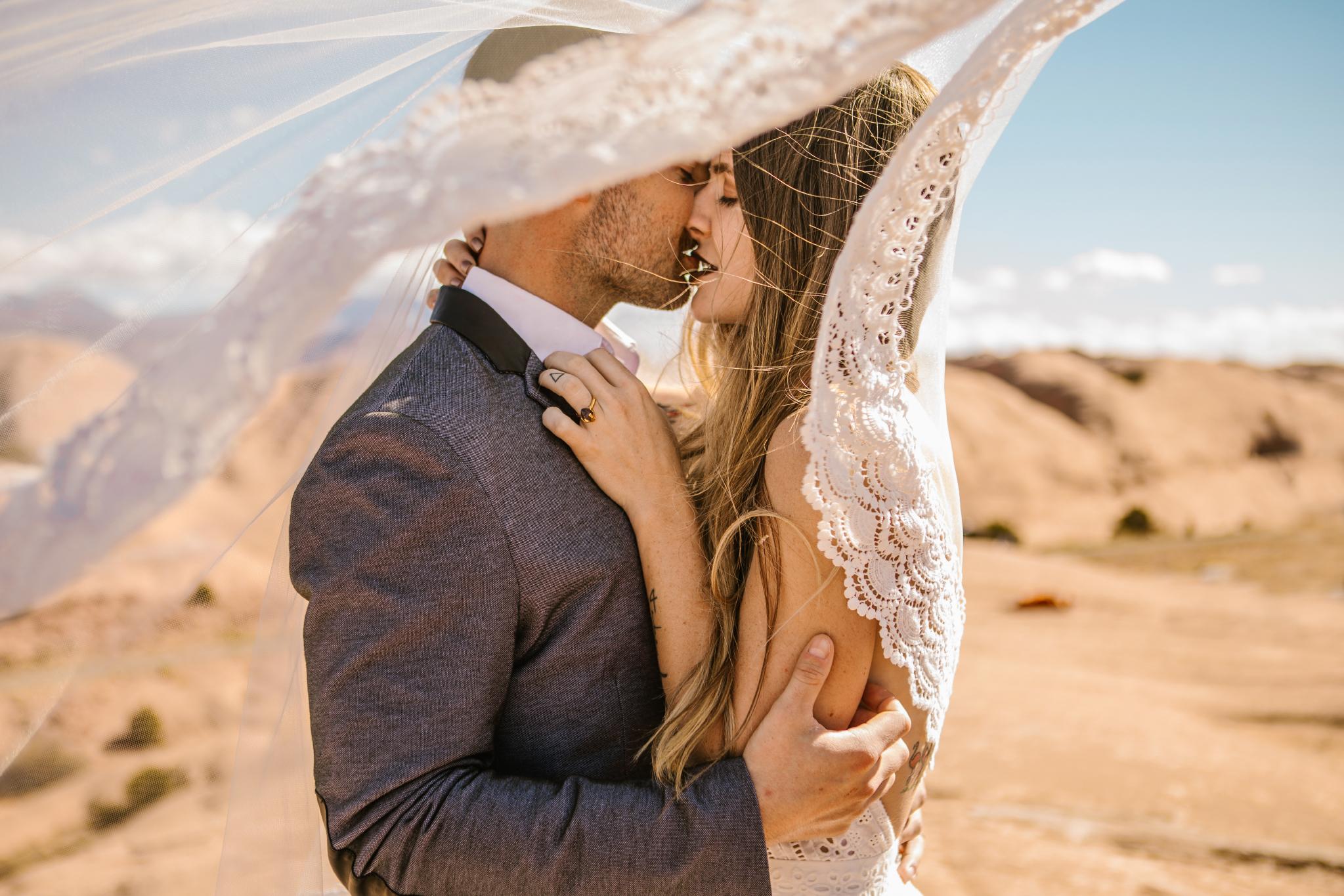 san diego wedding   photographer | couple kissing in desert