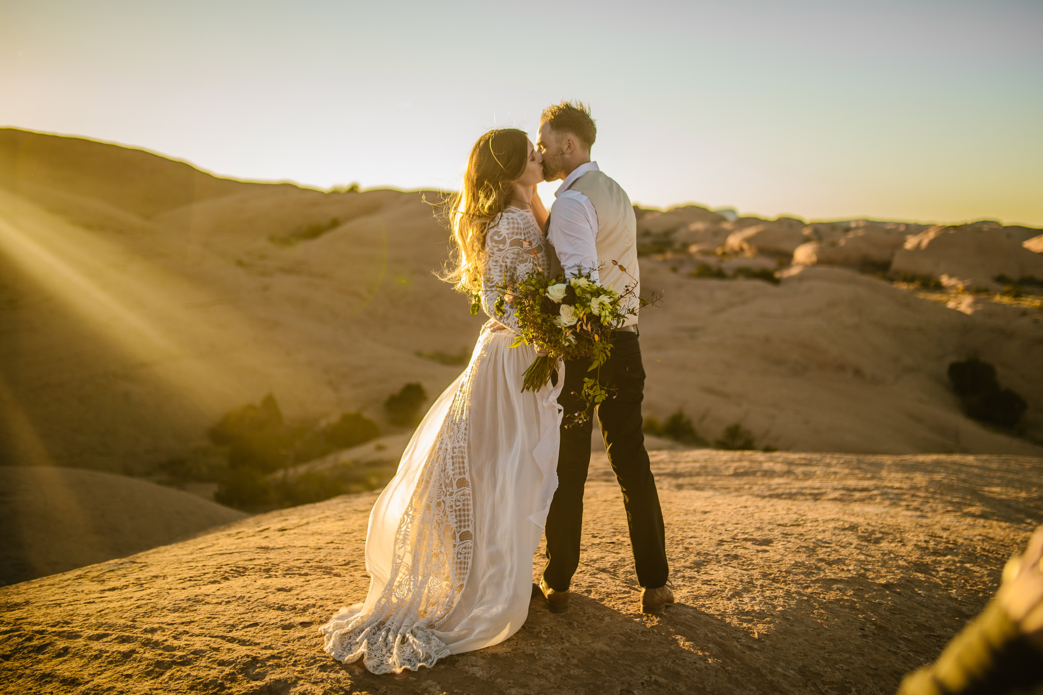 san diego wedding   photographer | couple kissing on hill