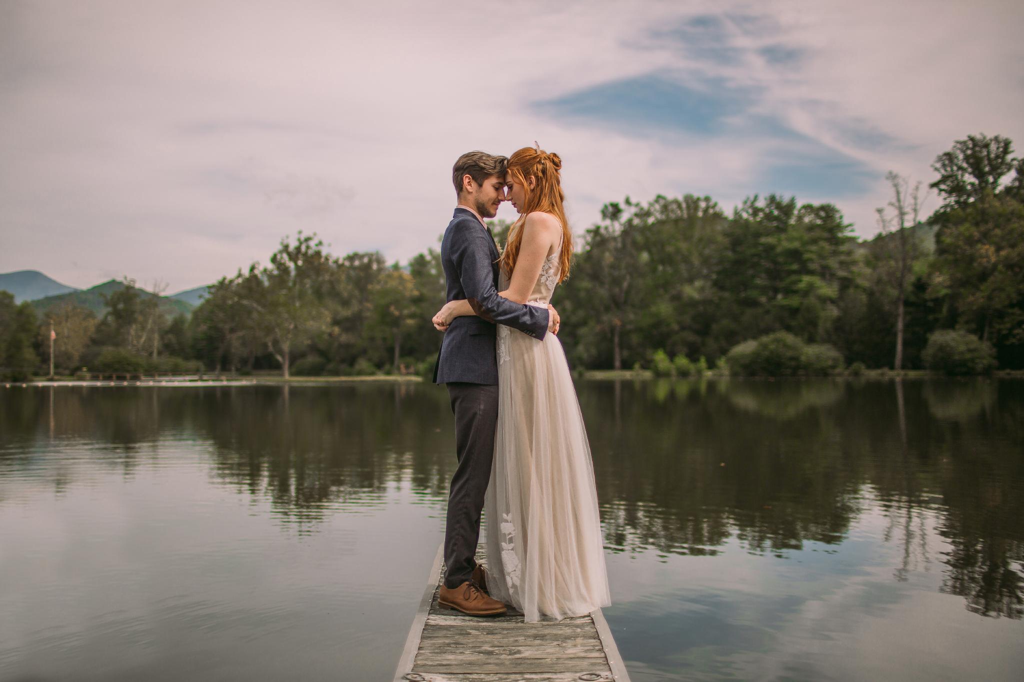 san diego wedding   photographer | couple kissing on lake deck