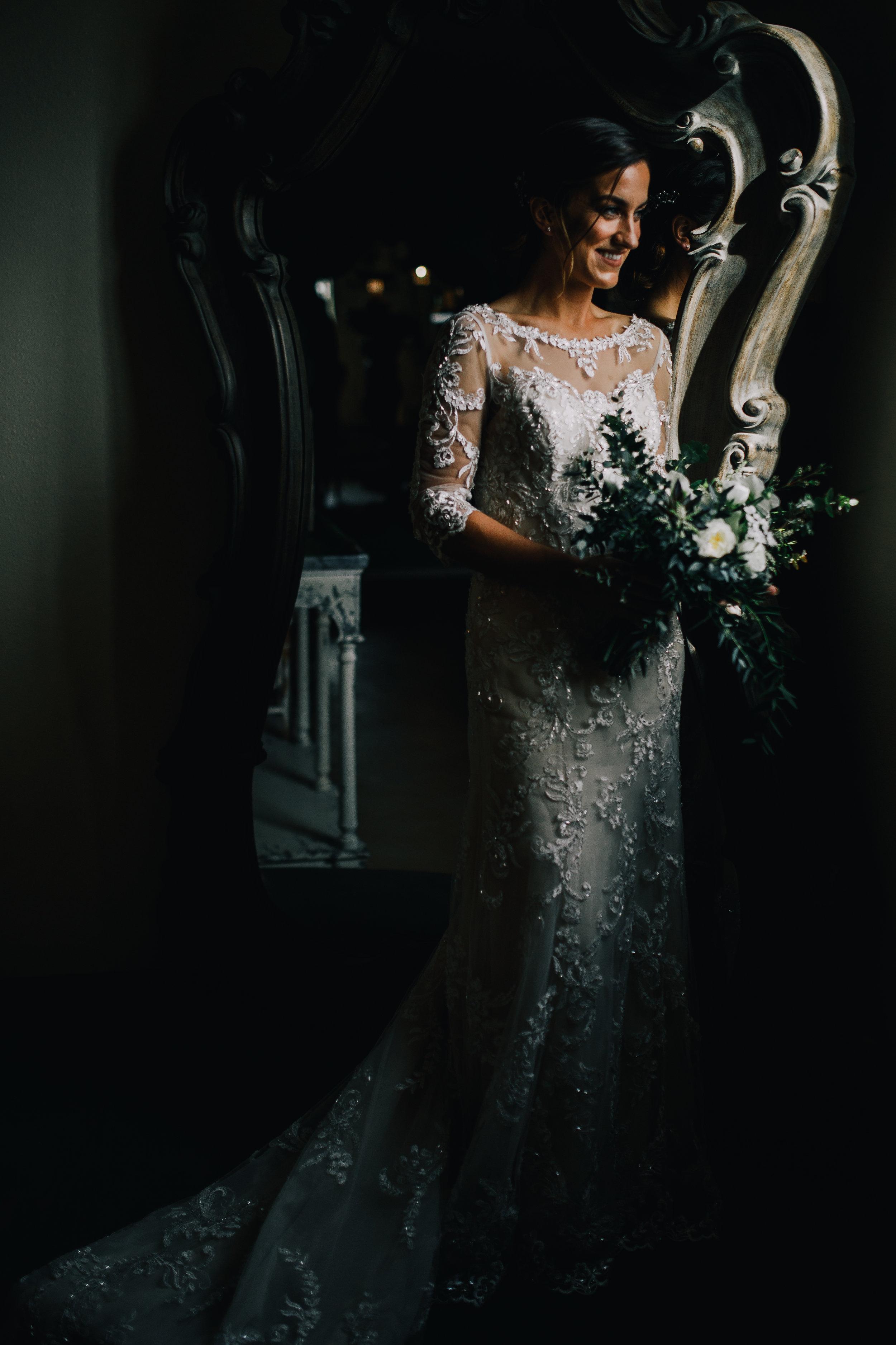 san diego wedding   photographer | bride holding flowers