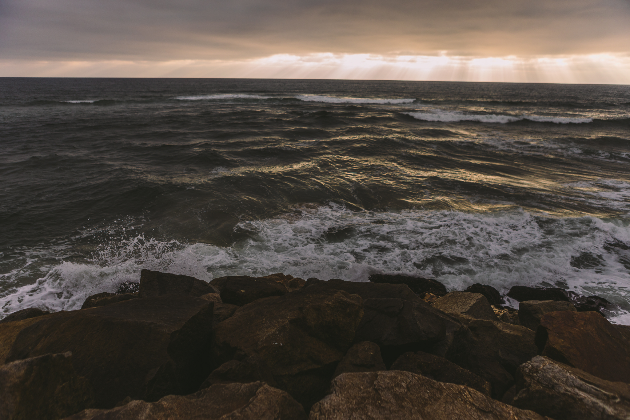 san diego wedding   photographer | view of rocky shore with sunrays seen from afar