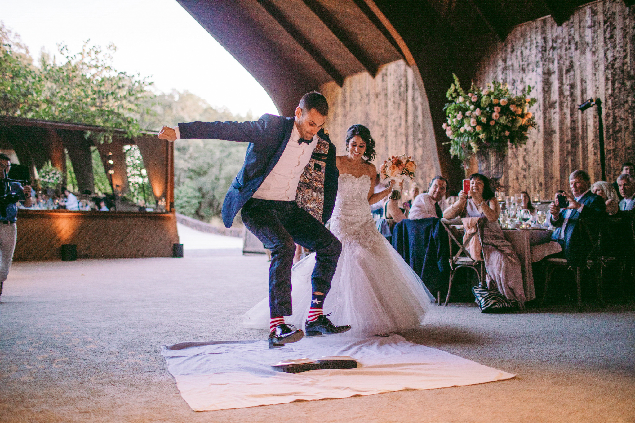 san diego wedding   photographer | groom about to step on 2 plates with bride behind him