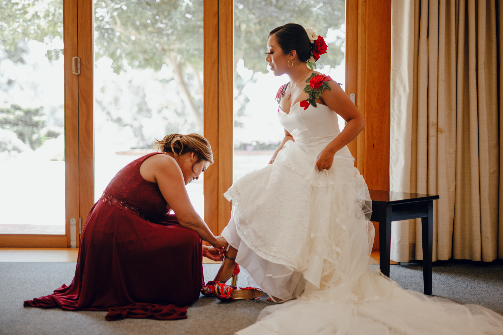 San Diego Wedding Photographer | bride being helped by mom put on her shoes