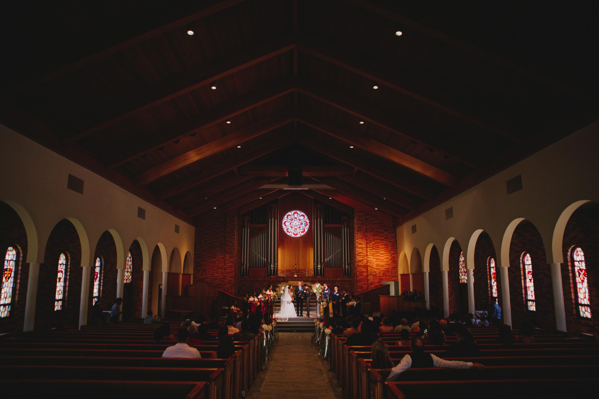 San Diego Wedding Photographer | Torrey pines church interior