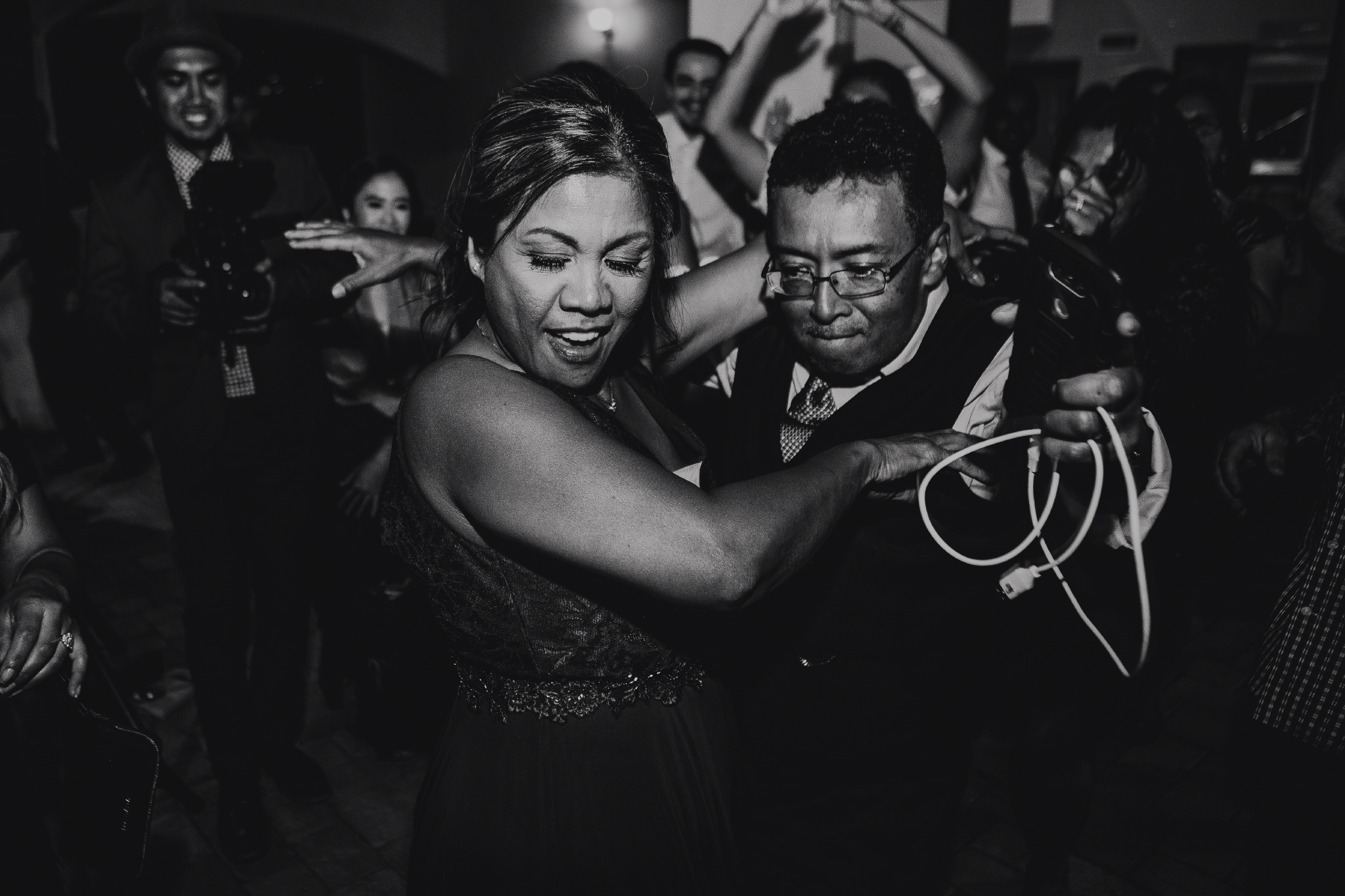 San Diego Wedding Photographer | mother and father of the bride dancing